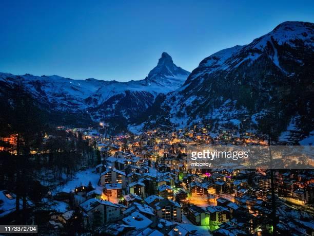 zermatt town with matterhorn peak in mattertal, switzerland, at dusk - zermatt stock pictures, royalty-free photos & images
