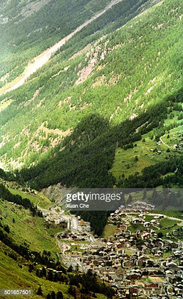 zermatt valley - xuan che stock pictures, royalty-free photos & images