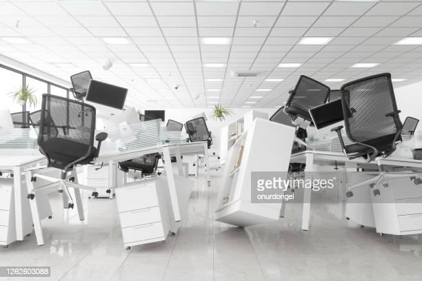 無重力オープンスペースオフィス - 埋まる ストックフォトと画像