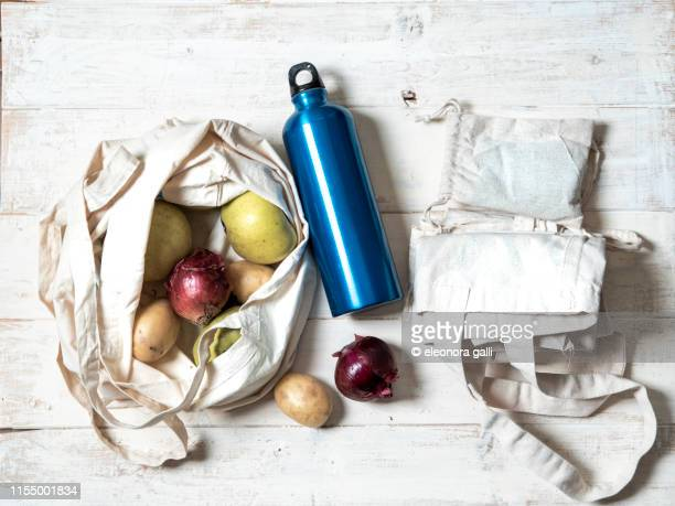 zero waste shopping - environmental issues stock pictures, royalty-free photos & images