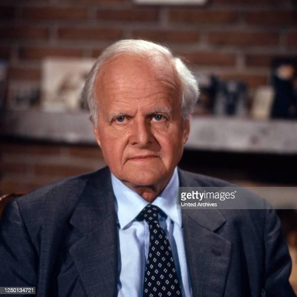 Zeugen des Jahrhunderts, Talkshow, Deutschland 1987, als Gast: Professor Carl Friedrich von Weizsäcker.