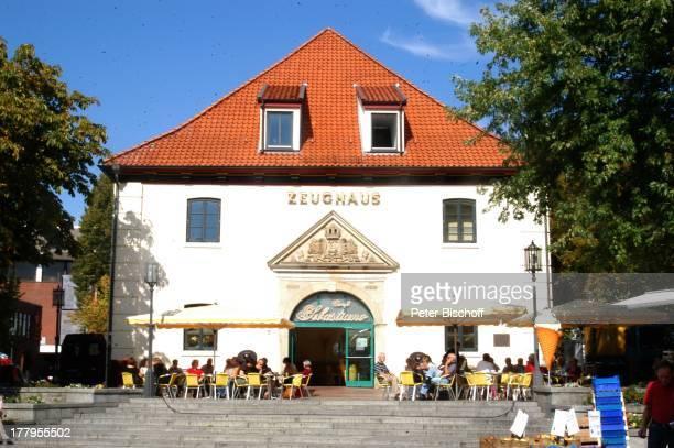 Zeughaus am Marktplatz Stade Niedersachsen Deutschland Europa Reise