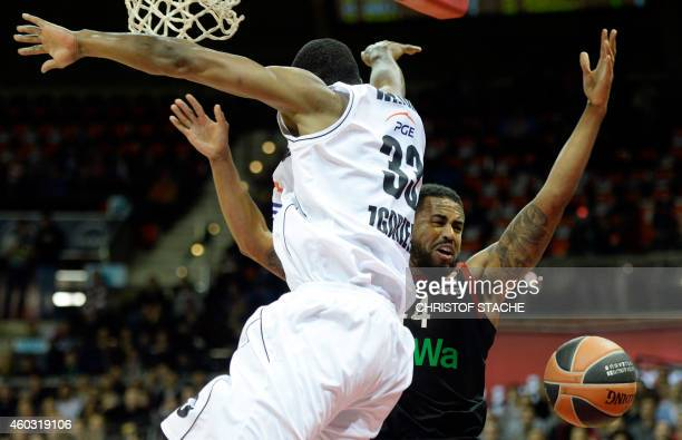 Zgorzelec's US forward Chris Wright and FC Bayern Munich US guard Bo McCalebb vie for the ball during the EuroLeague Basketball match FC Bayern...