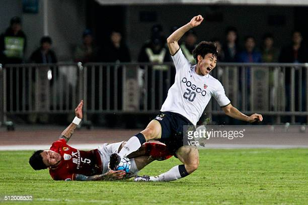 Zhang Linpeng of Guangzhou Evergrande and Choe Hoju of Pohang Steelers compete for the ball during the AFC Champions League Group H match between...