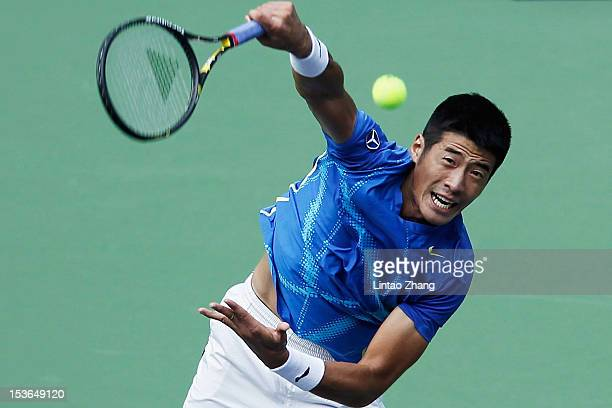 Zhe Li of China returns a shot to Sam Querrey of the United States during the day two of Shanghai Rolex Masters at the Qi Zhong Tennis Center on...
