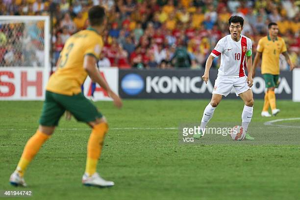 Zheng Zhi of China controls the ball during the 2015 Asian Cup match between China PR and the Australian Socceroos at Suncorp Stadium on January 22...