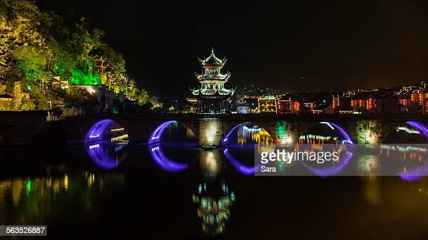 zhenyuan ancient town, zhusheng bridge - province du guizhou photos et images de collection