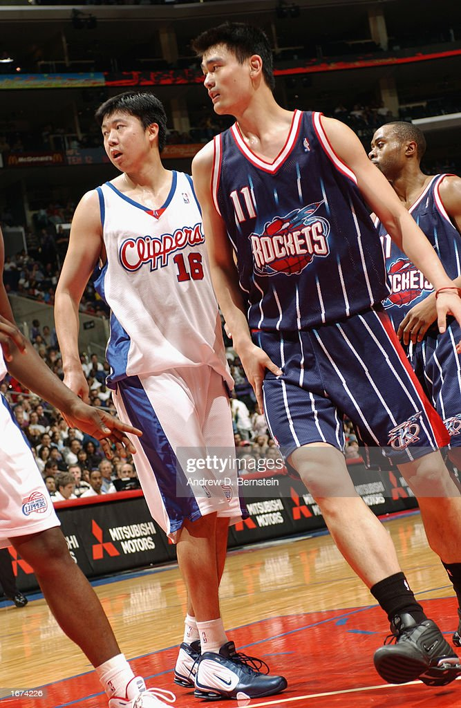 Zhizhi Wang #16 of the Los Angeles Clippers guards Yao Ming #11 of the the Houston Rockets during the game at Staples Center on November 24, 2002 in Los Angeles, California. The Clippers won 90-89.