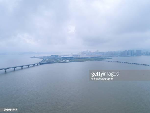 香港・珠海・マカオ橋珠海区間 - 飛行機の視点 ストックフォトと画像