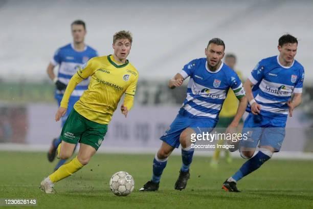Zian Flemming of Fortuna Sittard , Bram van Polen of PEC Zwolle , Thomas Lam of PEC Zwolle during the Dutch Eredivisie match between PEC Zwolle v...
