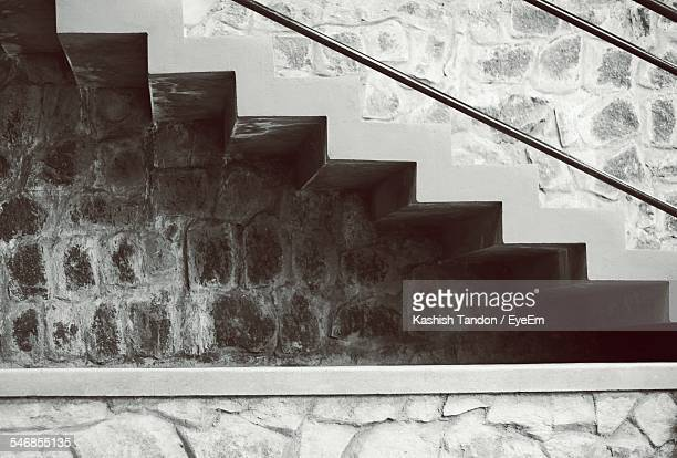 Zigzag Steps By Wall