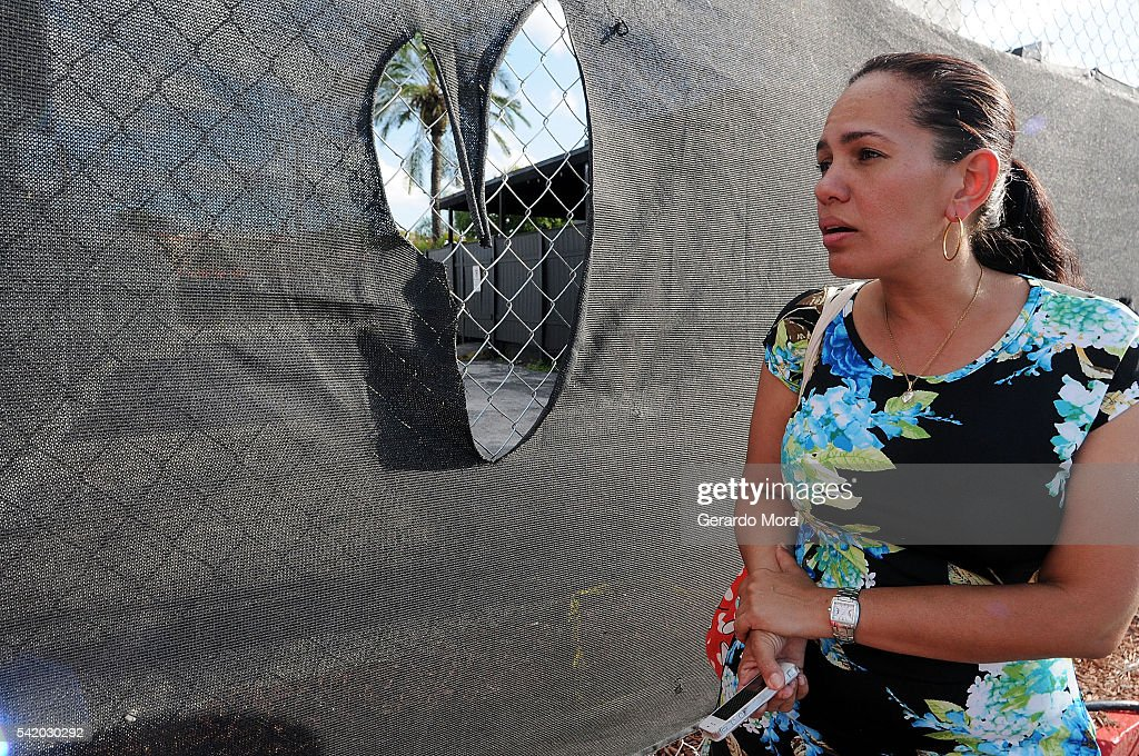 Zila Zurita pays her respects to the victims of the Pulse Nightclub shooting at the front of the nightclub building on June 21, 2016 in Orlando, Florida. The Orlando community continues to mourn the victims of the deadly mass shooting at a gay nightclub.