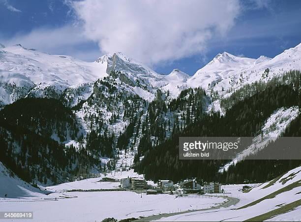 Blick über das Tal auf das Skigebiet Hintertuxer Gletscher 2000