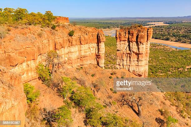 Zimbabwe, Masvingo, Gonarezhou National Park, Runde River and Chilojo Cliffs in the foreground