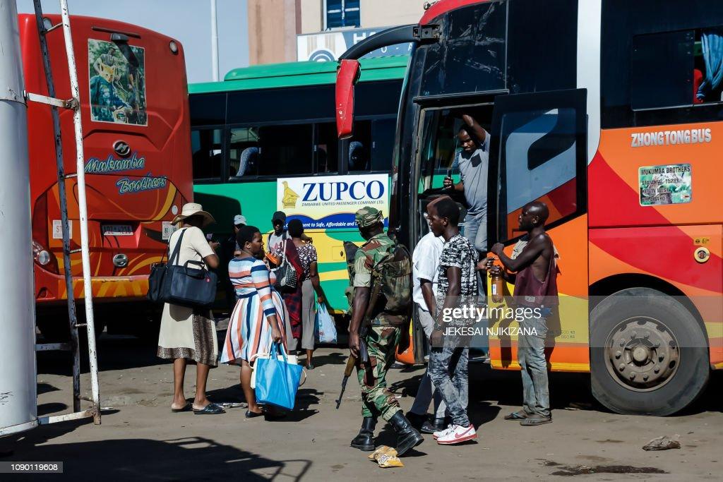ZIMBABWE-ECONOMY-UNREST-TRANSPORT : News Photo