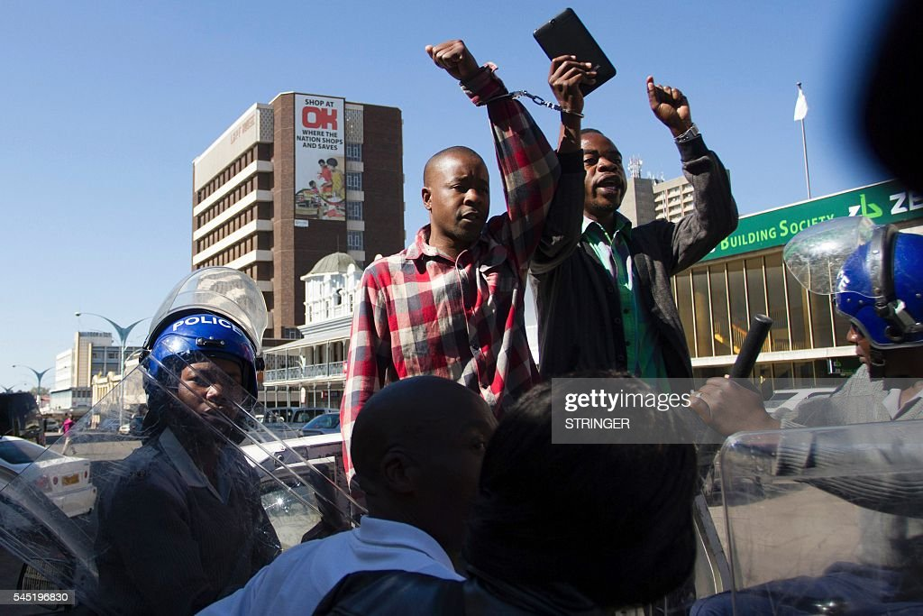 ZIMBABWE-STRIKE-POLITICS-ECONOMY : News Photo