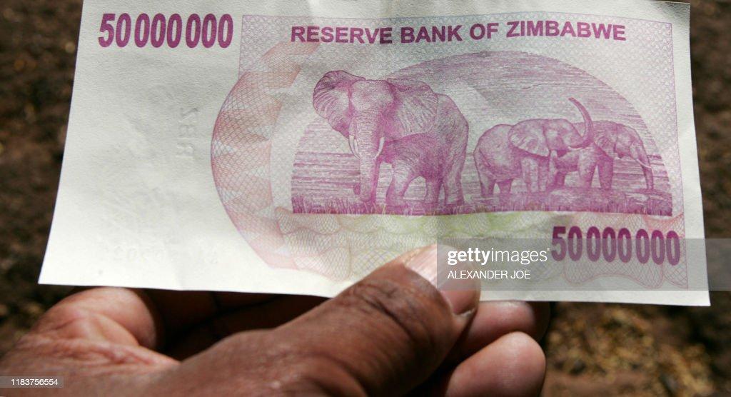ZIMBABWE-NEW-MONEY : News Photo