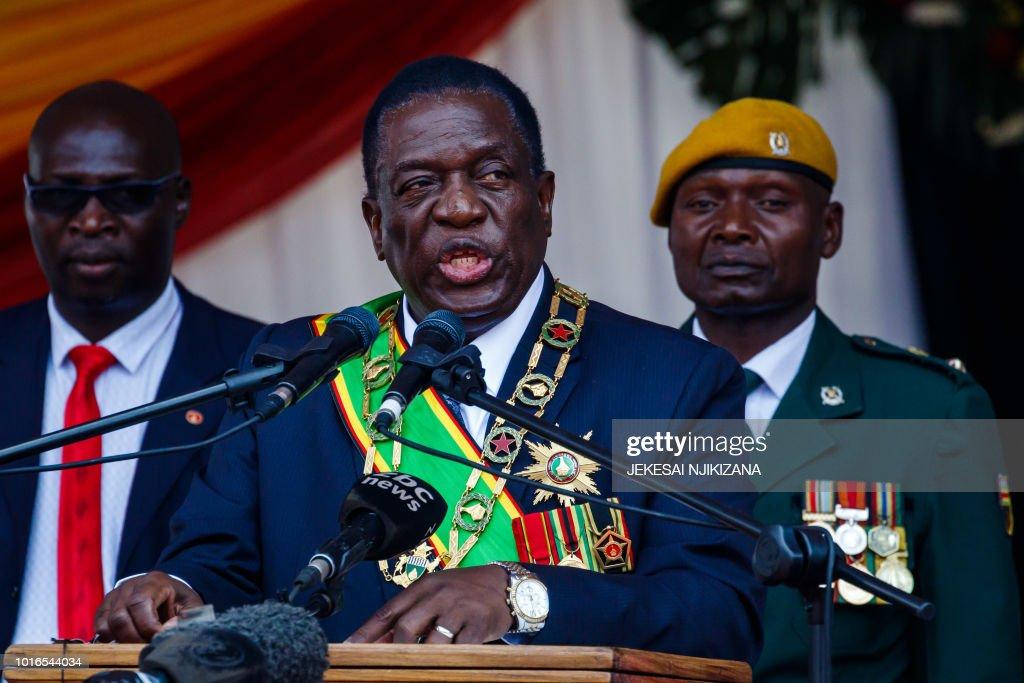 ZIMBABWE-POLITICS-DEFENCE-MILITARY : News Photo