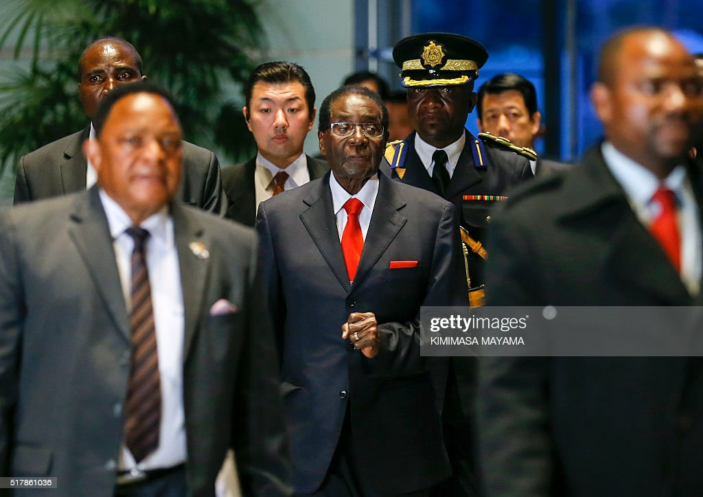 Zimbabwe's President Robert Mugabe (C) arrives for talks with Japan's Prime Minister Shinzo Abe (not pictured) at the latter's official residence in Tokyo on March 28, 2016. Mugabe arrived in Japan on March 27 for a five-day official working visit. / AFP / POOL / Kimimasa Mayama