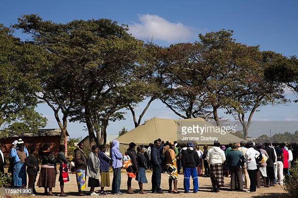 CONTENT] Zimbabwe's voters queue outside a polling station in Marondera 75km east of Harare July 31st 2013