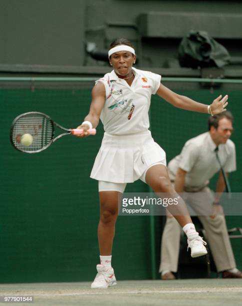 Zina GarrisonJackson of the United States returns the ball against Mary Joe Fernandez of the United States during the Ladies Singles third round on...