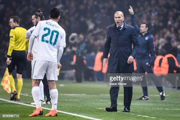 Zinedine Zidane coach of Real Madrid during the UEFA Champions League Round of 16 Second Leg match between Paris Saint Germain and Real Madrid at...