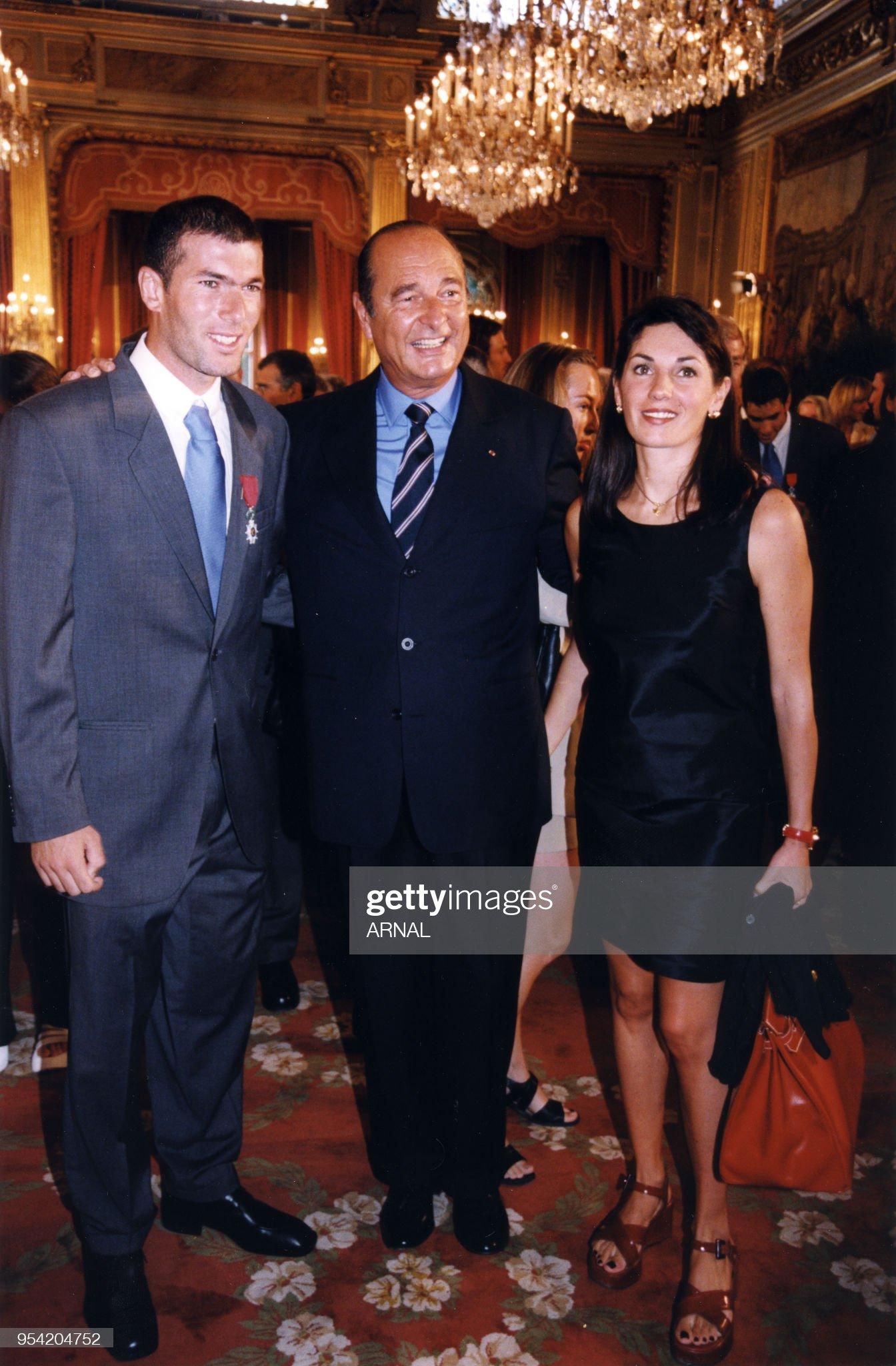 ¿Cuánto mide Jacques Chirac? - Altura - Real height Zinedine-zidane-et-sa-femme-lors-de-la-remise-de-la-lgion-dhonneur-picture-id954204752?s=2048x2048