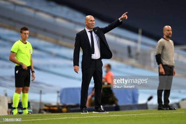 Zinedine Zidane Head Coach of Real Madrid gives his team instructions during the UEFA Champions League round of 16 second leg match between...