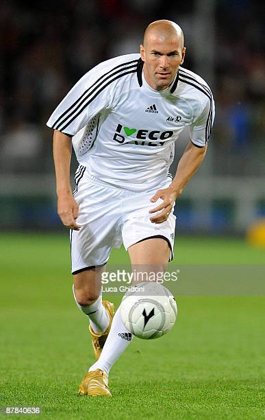 Zinedine Zidane in action during the charity football game between National Singers and Team Ale 10 on May 18 2009 in Turin Italy on May 18 2009 in...