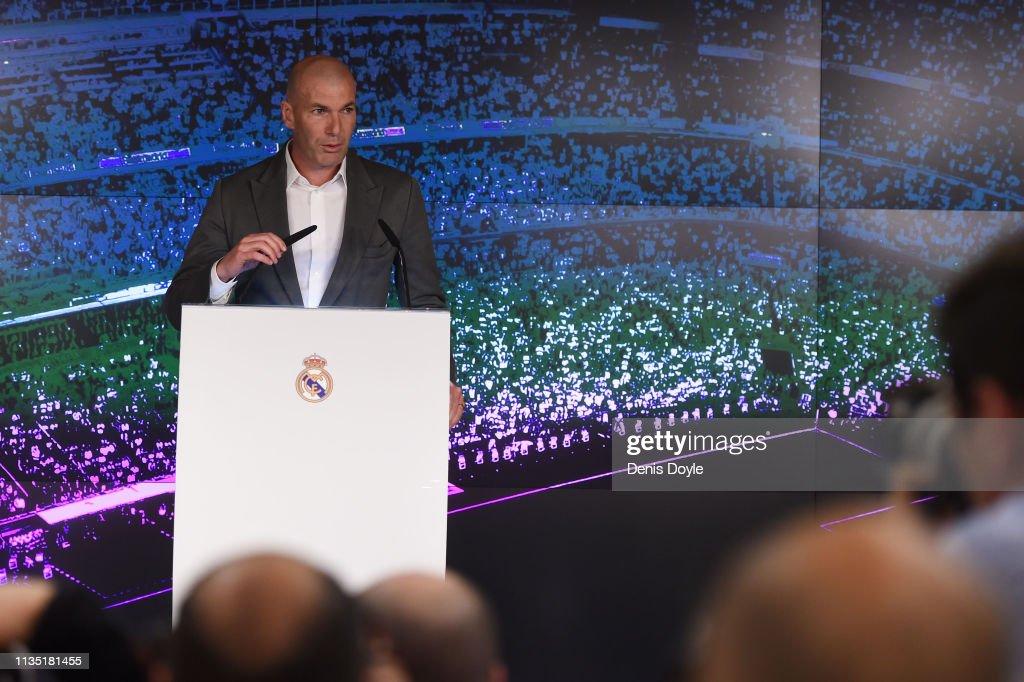 Real Madrid Unveil New Manager Zinedine Zidane : ニュース写真