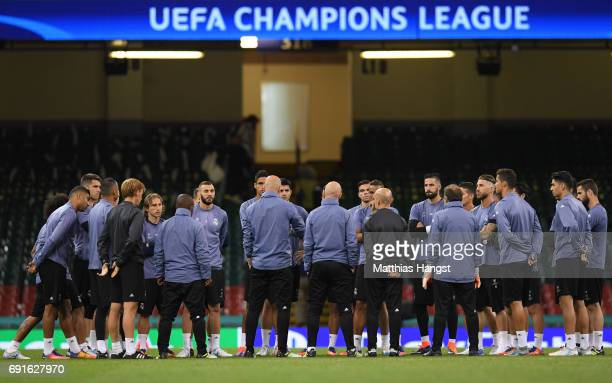 Zinedine Zidane Manager of Real Madrid speaks to his players during a Real Madrid training session prior to the UEFA Champions League Final between...