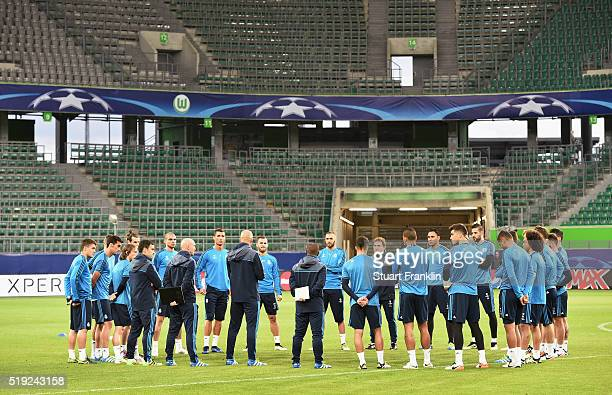 Zinedine Zidane manager of Real Madrid talks to players during a Real Madrid training session ahead of their UEFA Champions League quarter final...