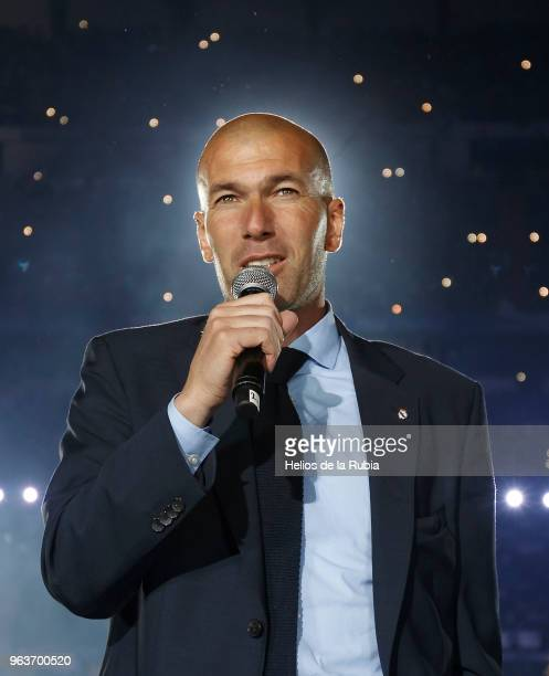 Zinedine Zidane Manager of Real Madrid talks to supporters during Real Madrid team celebration at Santiago Bernabeu Stadium after winning their 13th...