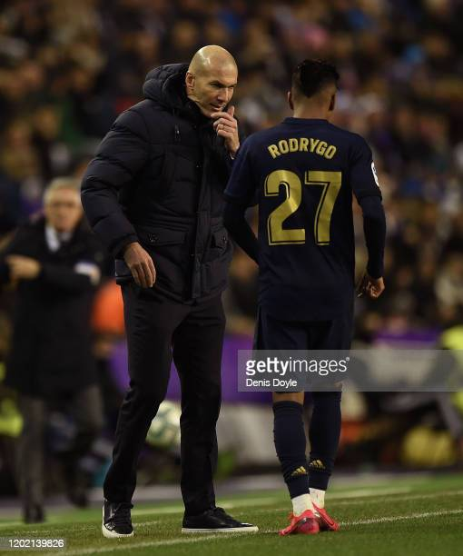 Zinedine Zidane manager of Real Madrid talks with Rodrygo of Real Madrid during the Liga match between Real Valladolid CF and Real Madrid CF at Jose...