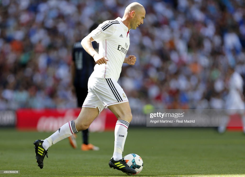 Zinedine Zidane of Real Madrid Legends in action during ...