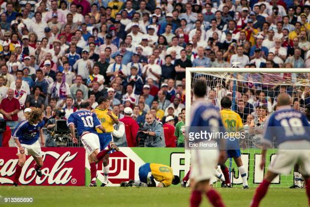 Zinedine Zidane score a second goal during the Soccer World Cup Final between Brazil and France on July 12 1998 in Paris Saint Denis France Eric...
