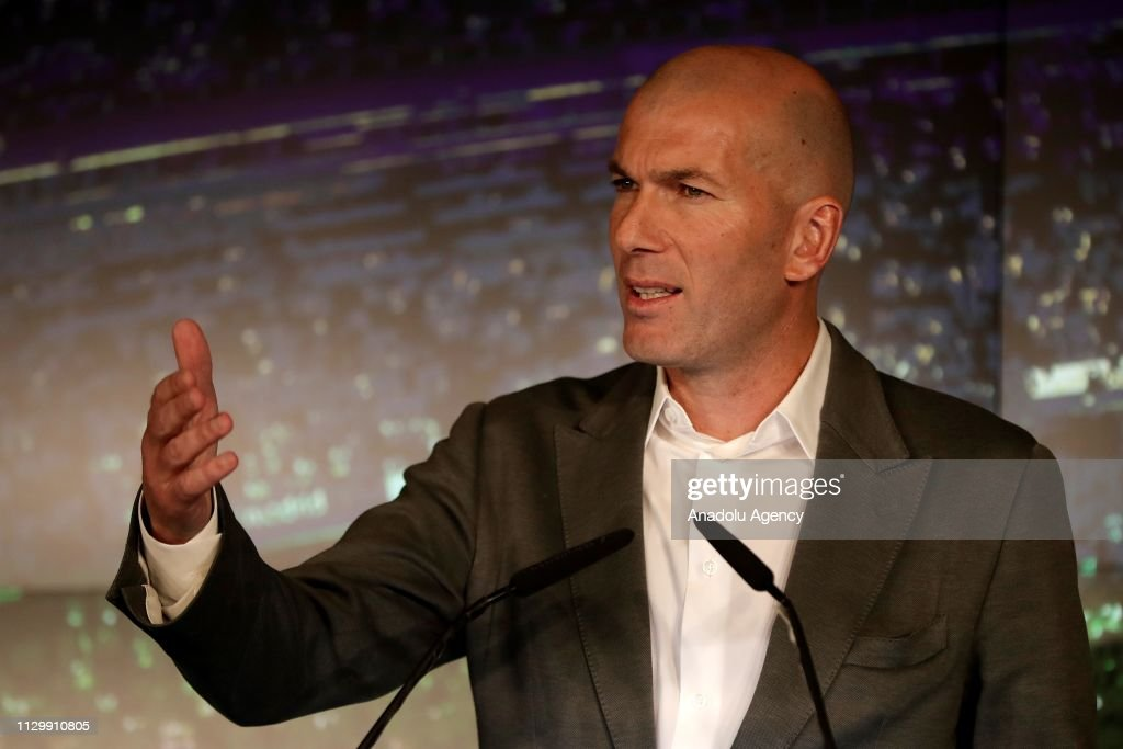 Real Madrid new head coach Zinedine Zidane : News Photo