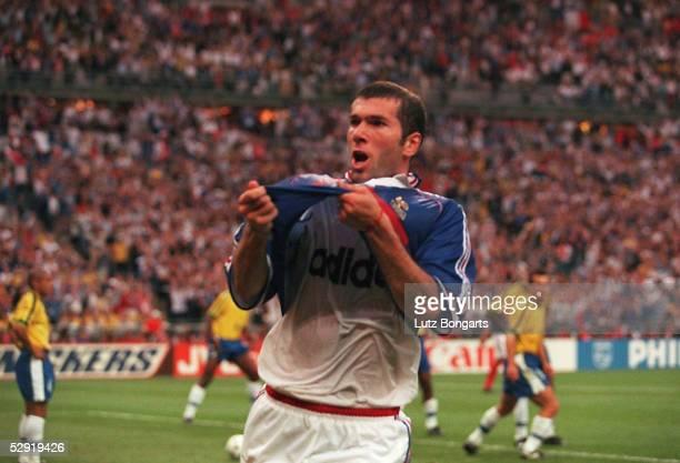 FRANCE 98 FINALE Paris BRASILIEN FRANKREICH 03 FRANKREICH FUSSBALLWELTMEISTER 1998 Zinedine ZIDANE/FRA Jubel nach dem Treffer zum 02