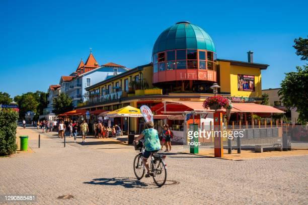 バルト海沿岸のシオノヴィッツ・ウセドム島ドイツのビーチシーン - ウセドム ストックフォトと画像