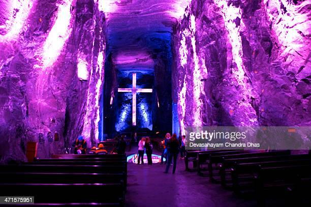 colômbia, américa do sul-a nova catedral de sal de zipaquirá - catedral - fotografias e filmes do acervo