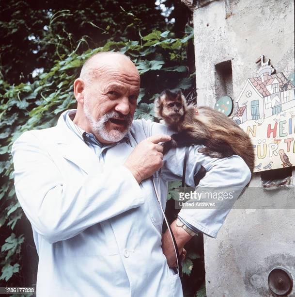 Zirkus Safari ist in der Stadt und Willi Bayer muß sich um einen Löwen namens Caesar kümmern aka. Caesar / Überschrift: EIN HEIM FÜR TIERE.