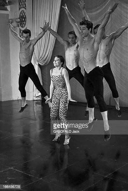 Zizi Jeanmaire In Rehearsal For The Film 'Les Charmants Garcons' France 26 aout 1957 la danseuse de ballet chanteuse meneuse de revue et actrice...