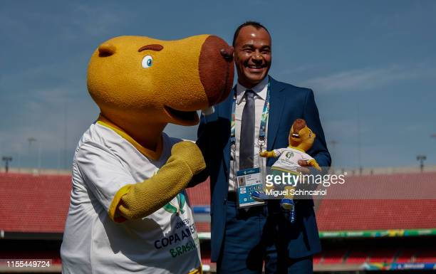 Zizito the official mascot of the Copa America 2019 poses with ambassador Cafu during Media Briefing CONMEBOL Copa America Brazil 2019 at Morumbi...