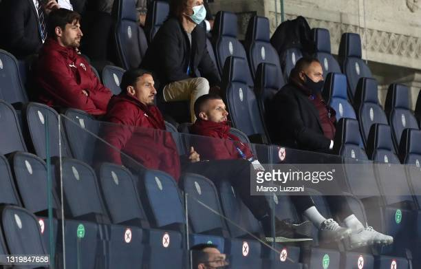 Zlatan Ibrahimovic and Ante Rebic of AC Milan look on during the Serie A match between Atalanta BC and AC Milan at Gewiss Stadium on May 23, 2021 in...