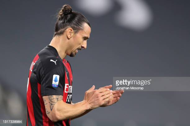 Zlatan Ibrahimovic of AC Milan applauds during the Serie A match between Juventus and AC Milan at Allianz Stadium on May 09, 2021 in Turin, Italy....