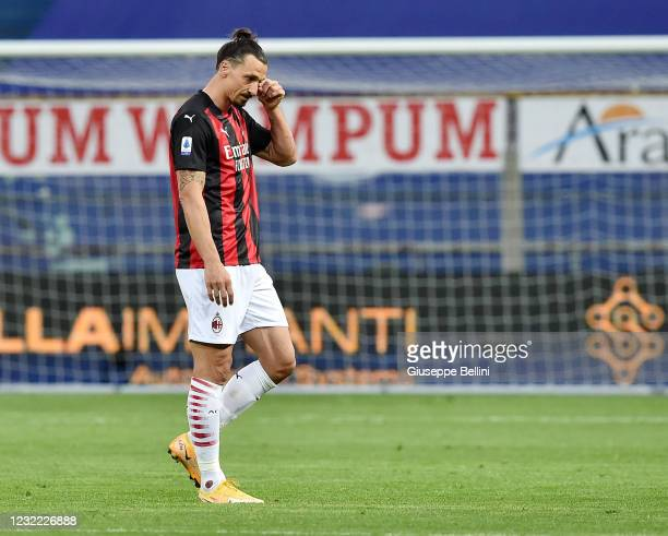 Zlatan Ibrahimovic of AC Milan leaves the pitch after the referee Fabio Maresca showed him the red card during the Serie A match between Parma Calcio...