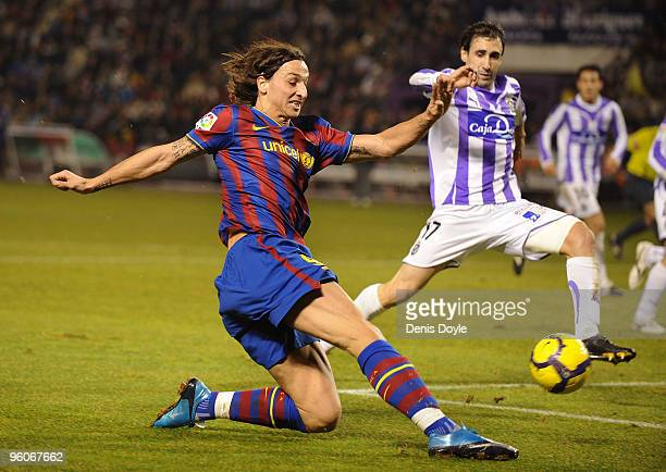 Zlatan Ibrahimovic of Barcelona has a shot at goal during the La Liga match between Valladolid and Barcelona at the Jose Zorilla stadium on January...