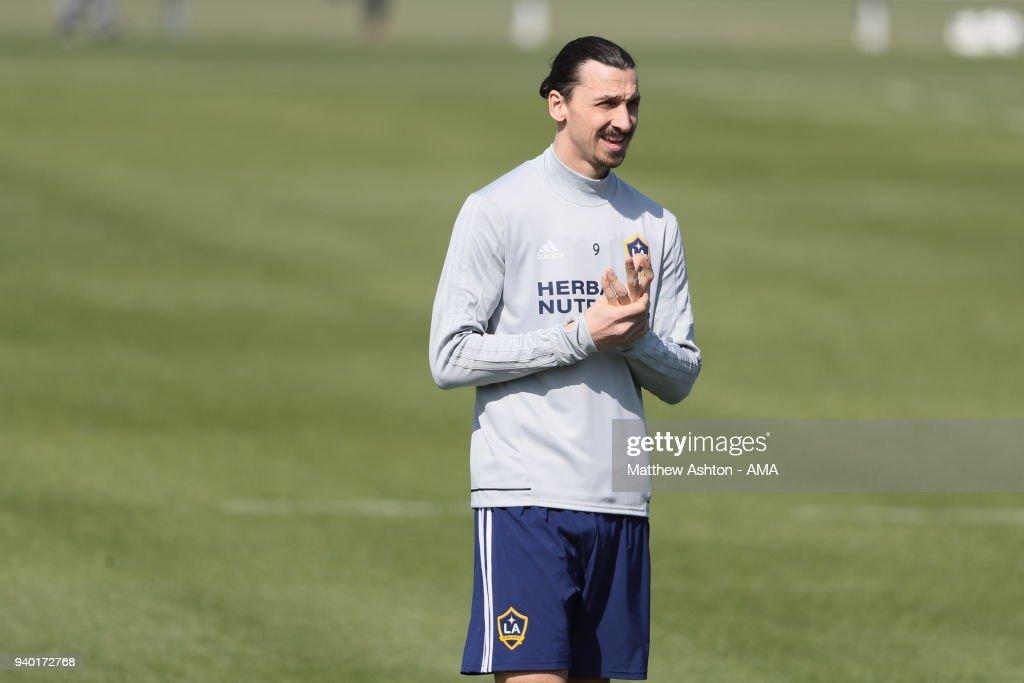 Los Angeles Galaxy Training Session : News Photo