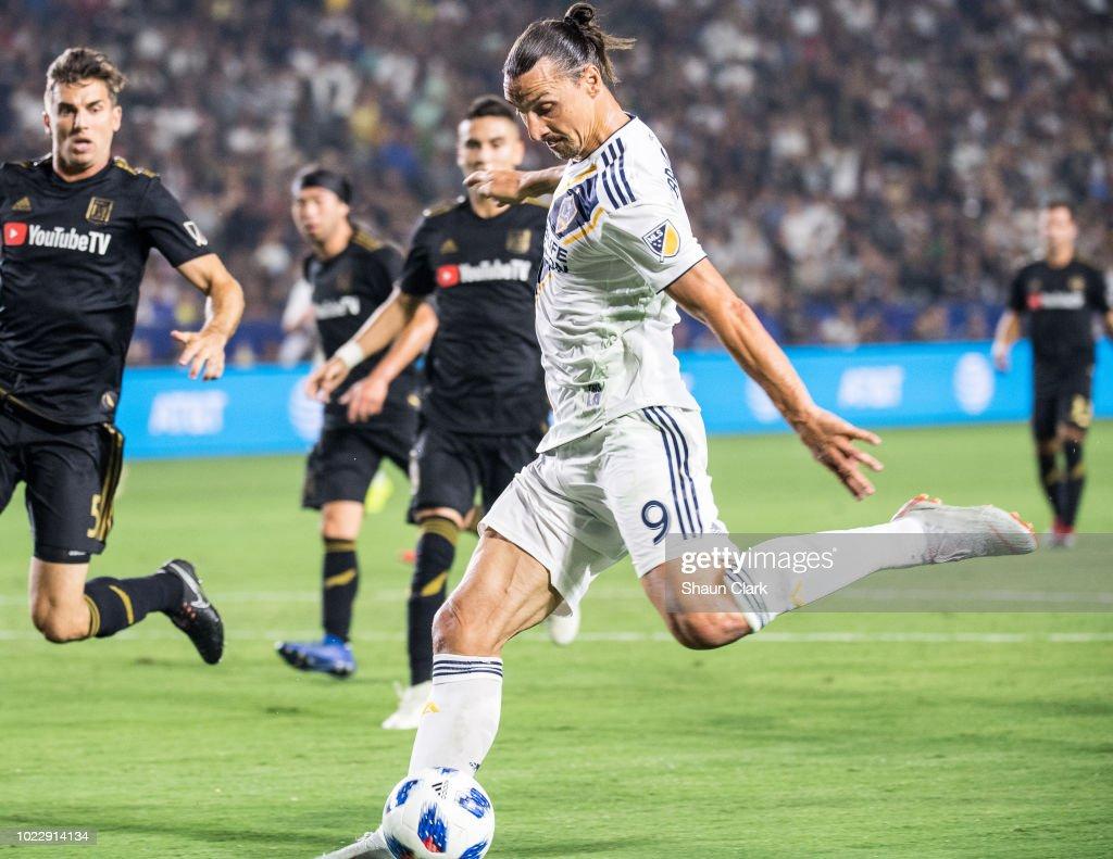 MLS Soccer - Los Angeles Galaxy v Los Angeles FC : News Photo