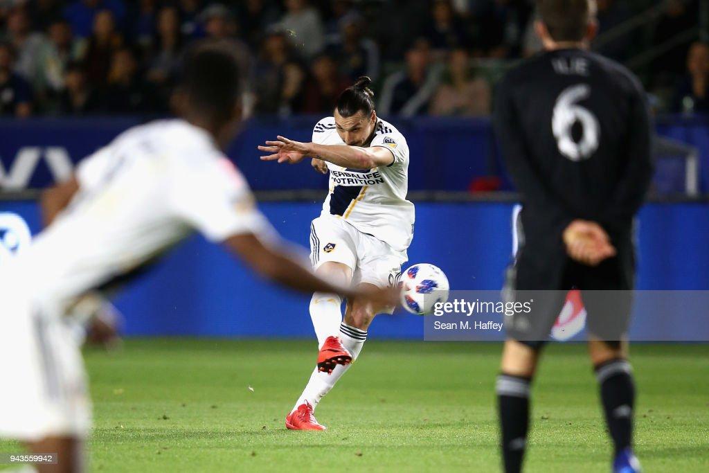 Sporting Kansas City v Los Angeles Galaxy : News Photo
